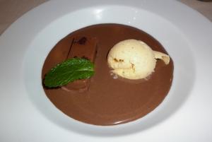 Crema de chocolate con helado de piña